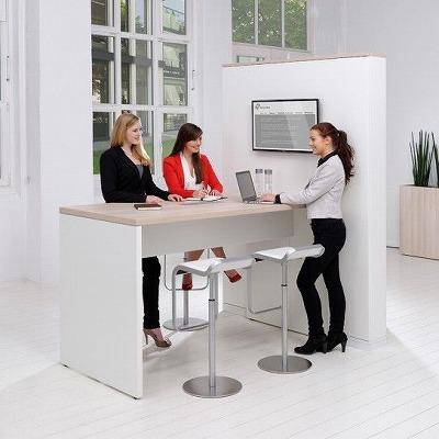 外人オフィス風景2.jpg