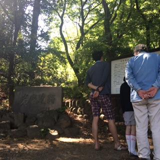 岩宿遺跡の前で.JPG